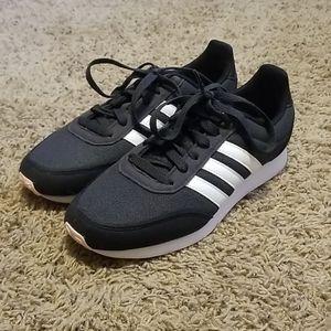 Adidas black shoes sz 7 LIKE NEW